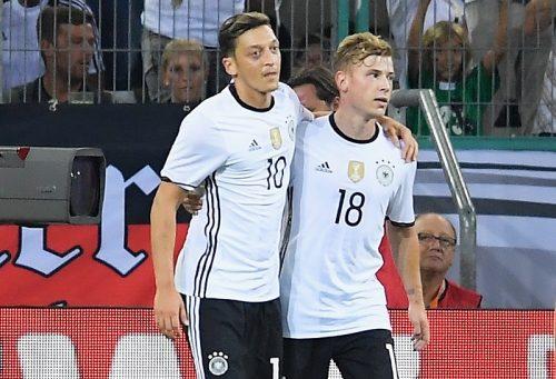 エジルがドイツ代表で念願の背番号「10」を着用「数年前から希望していた」