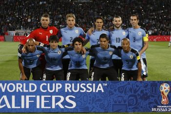 MENDOZA, ARGENTINA - SEPTEMBER 01:  Players of Uruguay pose for a photo prior the match between Argentina and Uruguay as part of FIFA 2018 World Cup Qualifiers at Malvinas Argentinas Stadium on September 01, 2016 in Mendoza, Argentina. (Photo by Gabriel Rossi/LatinContent/Getty Images)