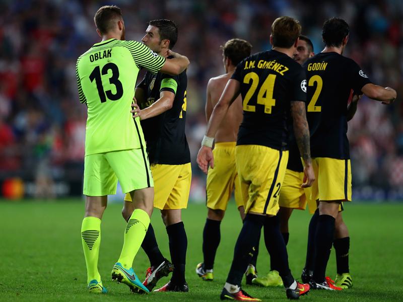 勝利を収め、喜びを分かち合うアトレティコの選手たち [写真]=Getty Images