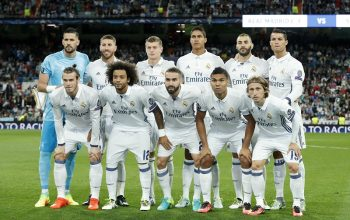 (TL-R) goalkeeper Kiko Casilla of Real Madrid, Sergio Ramos of Real Madrid, Toni Kroos of Real Madrid, Raphael Varane of Real Madrid, Karim Benzema of Real Madrid, Cristiano Ronaldo of Real Madrid  (Front row L-R) Gareth Bale of Real Madrid, Marcelo of Real Madrid, Daniel Carvajal of Real Madrid, Casemiro of Real Madrid, Luka Modric of Real Madrid during the UEFA Champions League group F match between  Real Madrid and Sporting Club de Portugal on September 14, 2016 at the Santiago Bernabeu stadium in Madrid, Spain.(Photo by VI Images via Getty Images)