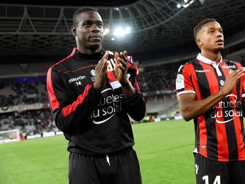 バロテッリ(左)は78分までプレー。快勝に貢献した [写真]=Icon Sport via Getty Images
