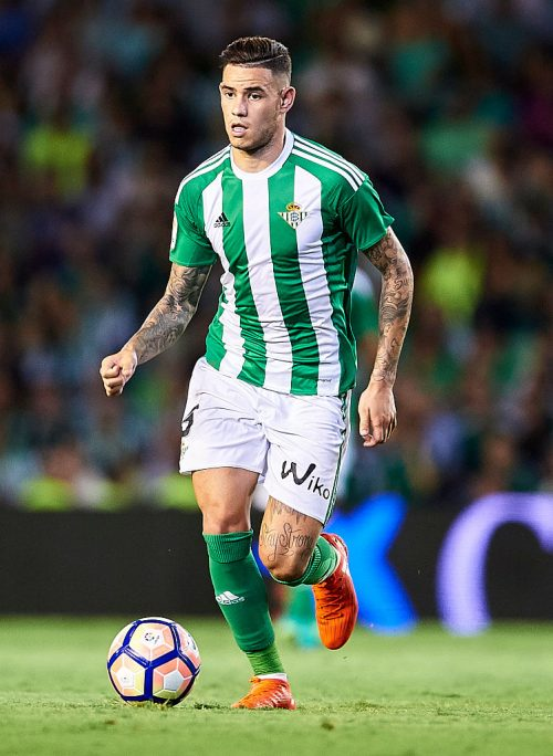 SEVILLE, SPAIN - AUGUST 26:  Antonio Sanabria of Real Betis Balompie  in action during the match between Real Betis Balompie v RC Deportivo La Coruna as part of La Liga at Estadio Ramon Sanchez Pizjuan on August 26, 2016 in Seville, Spain.  (Photo by Aitor Alcalde Colomer/Getty Images)