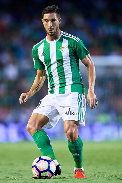 SEVILLE, SPAIN - AUGUST 26:  Alvaro Cejudo of Real Betis Balompie in action during the match between Real Betis Balompie v RC Deportivo La Coruna as part of La Liga at Estadio Benito Villamarin on August 26, 2016 in Seville, Spain.  (Photo by Aitor Alcalde Colomer/Getty Images)