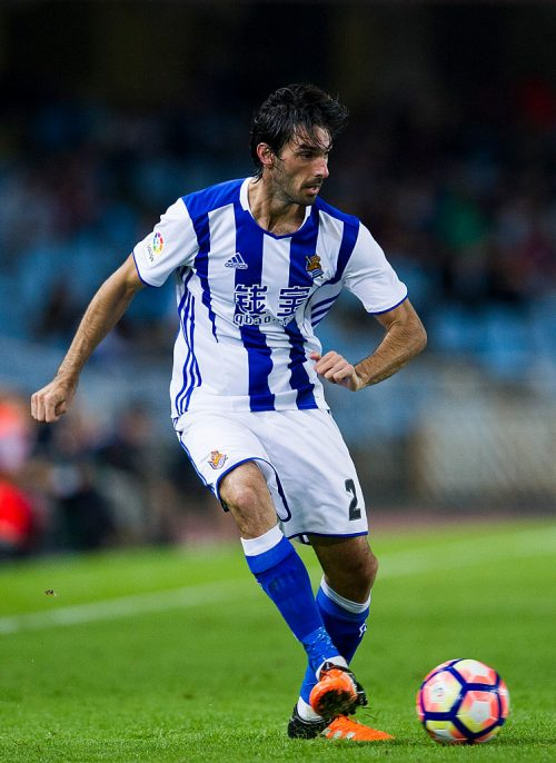 SAN SEBASTIAN, SPAIN - SEPTEMBER 21:  Carlos Martinez of Real Sociedad controls the ball during the La Liga match between Real Sociedad de Futbol and UD Las Plamas at Estadio Anoeta on September 21, 2016 in San Sebastian, Spain.  (Photo by Juan Manuel Serrano Arce/Getty Images)