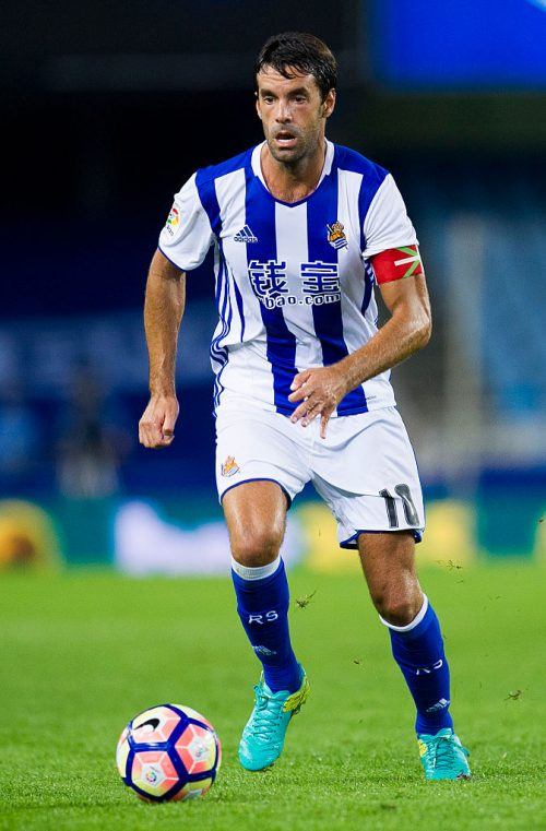 SAN SEBASTIAN, SPAIN - SEPTEMBER 21:  Xabier Prieto of Real Sociedad controls the ball during the La Liga match between Real Sociedad de Futbol and UD Las Plamas at Estadio Anoeta on September 21, 2016 in San Sebastian, Spain.  (Photo by Juan Manuel Serrano Arce/Getty Images)