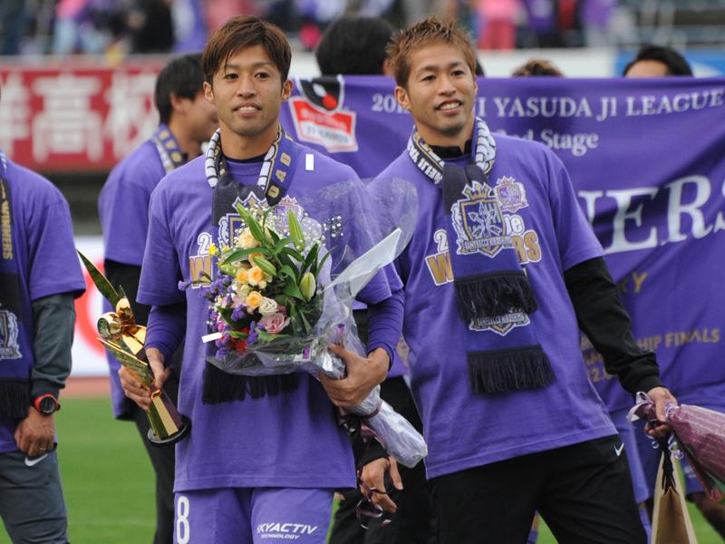 兄・和幸(左)とともに広島一筋でプレーしてきた森崎浩司(右) [写真]=Getty Images