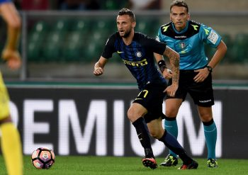 VERONA, ITALY - AUGUST 21:  Marcelo Brozovic of FC Internazionale in action the Serie A match between AC ChievoVerona and FC Internazionale at Stadio Marcantonio Bentegodi on August 21, 2016 in Verona, Italy.  (Photo by Claudio Villa - Inter/Inter via Getty Images)