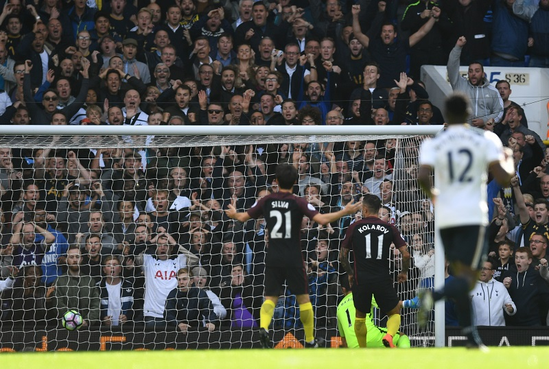コラロフ(11番)のオウンゴールで試合が動いた [写真]=Getty Images