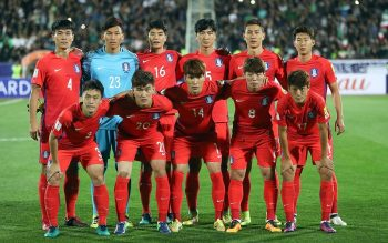 TEHRAN, IRAN - OCTOBER 11:  Korea players poses for team photo during the FIFA 2018 World Cup Qualifier between Iran and Korea at Azadi Stadium on October 11, 2016 in Tehran, Iran.  (Photo by Amin Mohammad Jamali/Getty Images)
