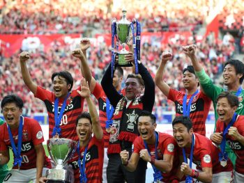 SAITAMA, JAPAN - OCTOBER 15:  (EDITORIAL USE ONLY) Players of Urawa Red Diamonds celebrate their victory as coach Mihailo Petrovic lifts the trophy after the J.League Levain Cup Final match between Gamba Osaka and Urawa Red Diamonds at the Saitama Stadium on October 15, 2016 in Saitama, Japan.  (Photo by Etsuo Hara/Getty Images)