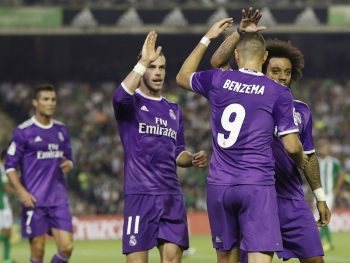 MADRID, SPAIN - OCTOBER 15: The players of Real Madrid celebrate after scoring during the Spanish league football match Real Betis Balompie vs Real Madrid CF at the Benito Villamarin stadium in Sevilla on October 15, 2016.(Photo by Helios de la Rubia/Real Madrid via Getty Images)