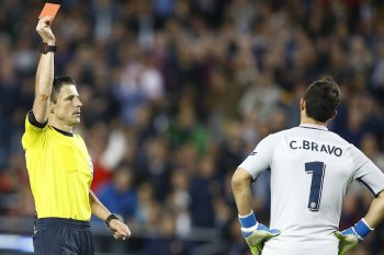 (l-r) referee Mazic shows red card to Claudio Bravo of Manchester Cityduring the UEFA Champions League group C match between FC Barcelona and Manchester City on October 19, 2016 at the Camp Nou stadium in Barcelona, Spain.(Photo by VI Images via Getty Images)