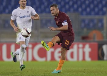 ROME, ITALY - OCTOBER 20:  AS Roma player Francesco Totti in action during the UEFA Europa League match between AS Roma and FK Austria Wien at Olimpico Stadium on October 20, 2016 in Rome, Italy.  (Photo by Luciano Rossi/AS Roma via Getty Images)