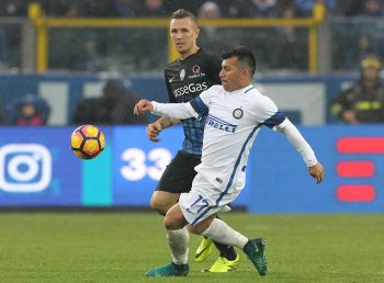 BERGAMO, ITALY - OCTOBER 23:  Gary Alexis Medel of FC Internazionale Milano is challenged by Jasmin Kurtic (back) of Atalanta BC during the Serie A match between Atalanta BC and FC Internazionale at Stadio Atleti Azzurri d'Italia on October 23, 2016 in Bergamo, Italy.  (Photo by Marco Luzzani/Getty Images)