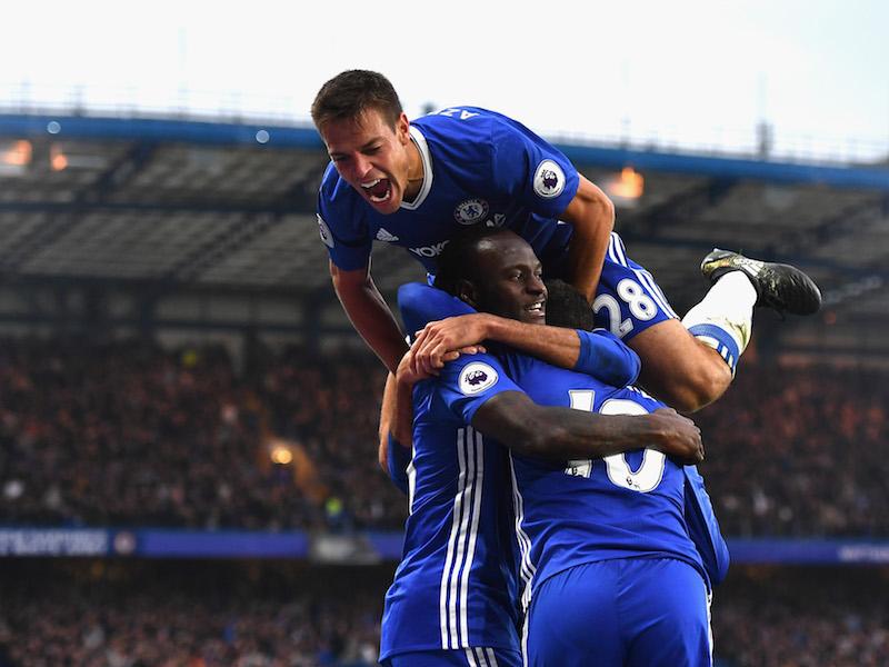 アザール(右下)のゴールを祝う選手たち [写真]=Getty Images