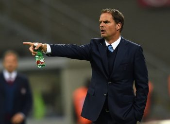 MILAN, ITALY - OCTOBER 26:  Head coach of FC Internazionale Frank de Boer reacts during the Serie A match between FC Internazionale and FC Torino at Stadio Giuseppe Meazza on October 26, 2016 in Milan, Italy.  (Photo by Claudio Villa - Inter/Inter via Getty Images)