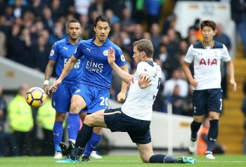 LONDON, ENGLAND - OCTOBER 29: Shinji Okazaki of Leicester City in action with Jan Vertonghen of Tottenham Hotspur during the Premier League match between Tottenham Hotspur and Leicester City at White Hart Lane on October 29, 2016 in London, England. (Photo by Plumb Images/Leicester City FC via Getty Images)