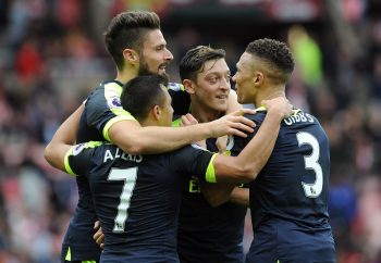 SUNDERLAND, ENGLAND - OCTOBER 29:  Alexis Sanchez celebrates scoring his 2nd goal, Arsenal's 4th, with Kieran Gibbs, Olivier Giroud and Mesut Ozil during the Premier League match between Sunderland and Arsenal at Stadium of Light on October 29, 2016 in Sunderland, England.  (Photo by David Price/Arsenal FC via Getty Images)