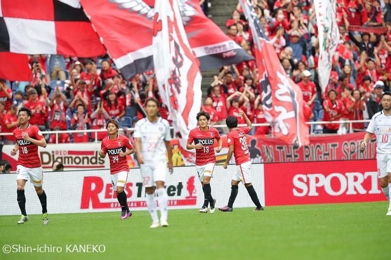 浦和が興梠の3得点でFC東京を下した [写真]=兼子愼一郎