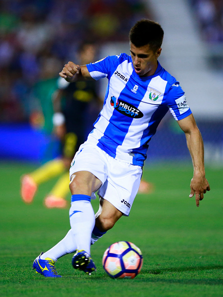 LEGANES, SPAIN - AUGUST 27: Unai Bustinza of Deportivo Leganes controls the ball during the La Liga match between Club Deportivo Leganes and Club Atletico de Madrid at Estadio Municipal de Butarque on August 27, 2016 in Leganes, Spain. (Photo by Gonzalo Arroyo Moreno/Getty Images)