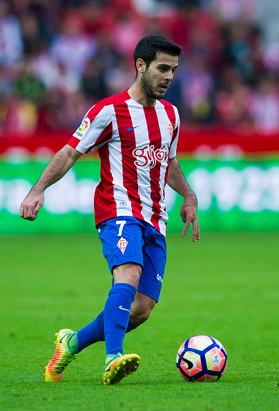 GIJON, SPAIN - OCTOBER 16: Victor Rodriguez of Real Sporting de Gijon controls the ball during the La Liga match between Real Sporting de Gijon and Valencia CF at Estadio El Molinon on October 16, 2016 in Gijon, Spain.  (Photo by Juan Manuel Serrano Arce/Getty Images)