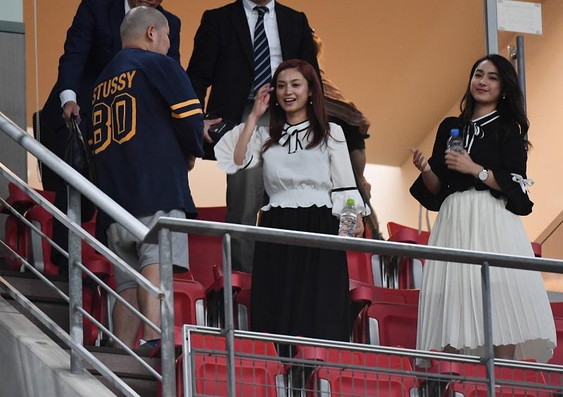 日本代表の試合観戦に訪れる平愛梨さん(中央) [写真]=Getty Images