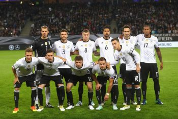 HAMBURG, GERMANY - OCTOBER 08:  Team Germany lines-up for the 2018 FIFA World Cup Qualifier match between Germany and Czech Republic at Volksparkstadion on October 8, 2016 in Hamburg, Germany.  (Photo by Alexander Hassenstein/Bongarts/Getty Images)