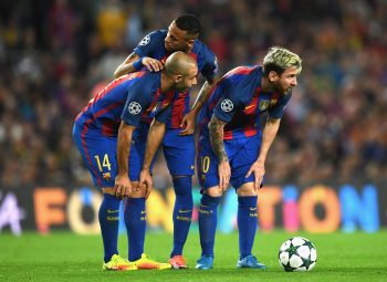 BARCELONA, SPAIN - OCTOBER 19: Javier Mascherano (L), Neymar (C) and Lionel Messi (R) of Barcelona stand over a free kick during the UEFA Champions League group C match between FC Barcelona and Manchester City FC at Camp Nou on October 19, 2016 in Barcelona, Spain.  (Photo by Shaun Botterill/Getty Images)