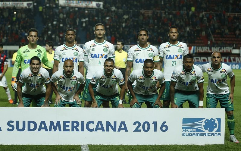 BUENOS AIRES, ARGENTINA - NOVEMBER 02: Players of Chapecoense pose for a photo prior the first leg semi final match between San Lorenzo and Chapecoense as part of Copa Sudamericana 2016 at Pedro Bidegain Stadium on November 02, 2016 in Buenos Aires, Argentina. (Photo by Gabriel Rossi/LatinContent/Getty Images)