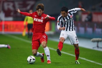 FRANKFURT AM MAIN, GERMANY - NOVEMBER 05: Makoto Hasebe (R) of Frankfurt is challenged by Yuya Osako of Koeln during the Bundesliga match between Eintracht Frankfurt and 1. FC Koeln at Commerzbank-Arena on November 5, 2016 in Frankfurt am Main, Germany.  (Photo by Alex Grimm/Bongarts/Getty Images)