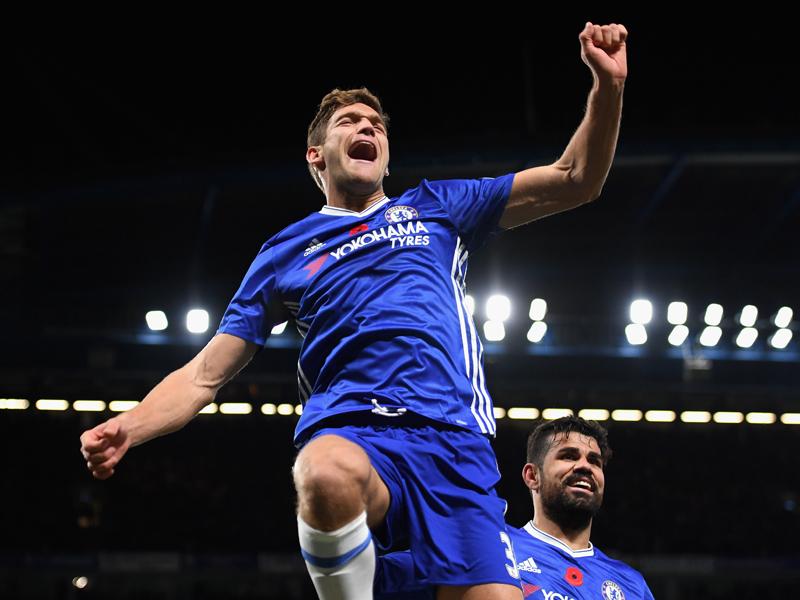 チーム2点目を決めて喜ぶマルコス・アロンソ [写真]=Chelsea FC via Getty Images