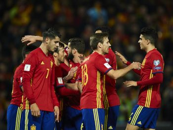 GRANADA, SPAIN - NOVEMBER 12:  The team of Spain celebrates after scoring during the FIFA 2018 World Cup Qualifier between Spain and FYR Macedonia at  on November 12, 2016 in Granada, .  (Photo by Aitor Alcalde Colomer/Getty Images)
