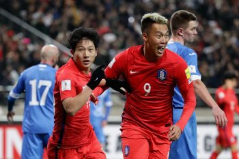 SEOUL, SOUTH KOREA - NOVEMBER 15:  Nam Taehee (L) of South Korea celebrates scoring his team's first goal with his team mate Kim Shin Wook (R) during the 2018 FIFA World Cup qualifying match between South Korea and Uzbekistan at Seoul World Cup Stadium on November 15, 2016 in Seoul, South Korea.  (Photo by Chung Sung-Jun/Getty Images)