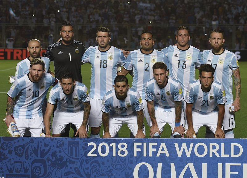 SAN JUAN, ARGENTINA - NOVEMBER 15:  Players of Argentina pose for a photo prior during a match between Argentina and Colombia as part of FIFA 2018 World Cup Qualifiers at Bicentenario de San Juan Stadium on November 15, 2016 in San Juan, Argentina. (Photo by Marcelo Endelli/LatinContent/Getty Images)