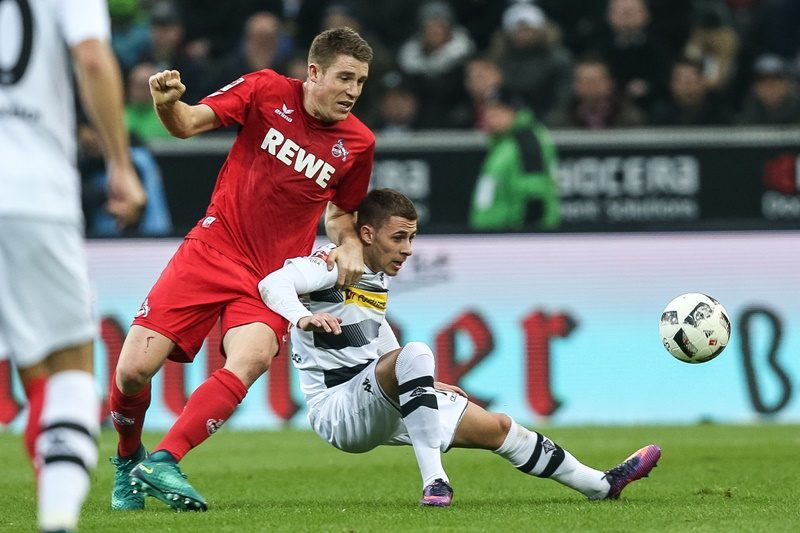 MOENCHENGLADBACH, GERMANY - NOVEMBER 19: Thorgan Hazard  (R) of Moenchengladbach battles for the ball with Dominique Heintz of Koeln during the Bundesliga match between Borussia Moenchengladbach and 1. FC Koeln at Borussia-Park on November 19, 2016 in Moenchengladbach, Germany. (Photo by Maja Hitij/Bongarts/Getty Images)