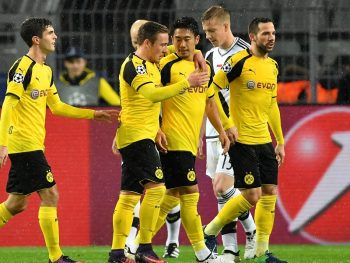 DORTMUND, GERMANY - NOVEMBER 22: Shinji Kagawa of Borussia Dortmund (C) is congratualted by teammates during the UEFA Champions League Group F match between Borussia Dortmund and Legia Warszawa at Signal Iduna Park on November 22, 2016 in Dortmund, North Rhine-Westphalia.  (Photo by Stuart Franklin/Bongarts/Getty Images)