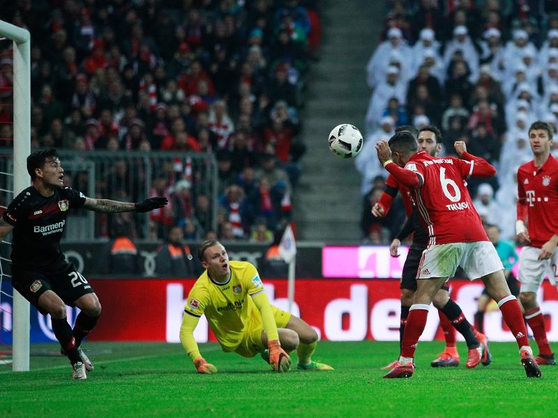 チアゴ・アルカンタラ(6番)がヘディングで先制ゴールを決めた [写真]=Getty Images for FC Bayern