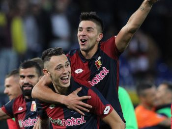 GENOA, ITALY - NOVEMBER 27:  Lucas Ocampos (down) and Giovanni Simeone of Genoa CFC (up) celebrate a victory at the end of the Serie A match between Genoa CFC and Juventus FC at Stadio Luigi Ferraris on November 27, 2016 in Genoa, Italy.  (Photo by Marco Luzzani/Getty Images)