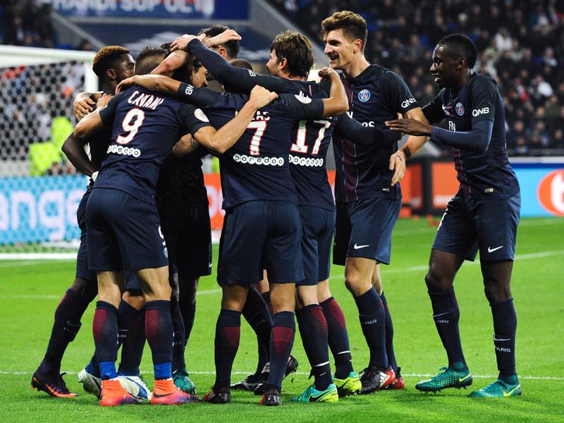 カバーニの2ゴール目を喜ぶパリSGの選手たち [写真]=Icon Sport via Getty Images