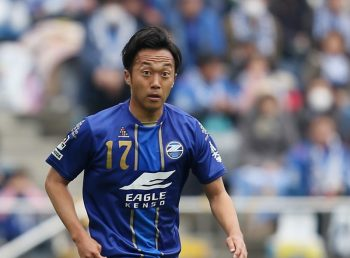 MACHIDA, JAPAN - APRIL 03:  (EDITORIAL USE ONLY) Takafumi Suzuki of Machida Zelvia in action during the J.League second division match between Machida Zelvia and Consadole Sapporo at the Machida Stadium on April 3, 2016 in Machida, Tokyo, Japan.  (Photo by Kaz Photography/Getty Images)