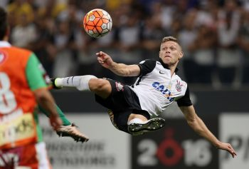 SAO PAULO, BRAZIL - APRIL 20:  Marlone of Corinthians scoring the third goal during a match between Corinthians and Cobresal as part of Group 8 of Copa Bridgestone Libertadores at Arena Corinthians on April 20, 2016 in Sao Paulo, Brazil.  (Photo by Friedemann Vogel/Getty Images)