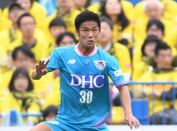 KASHIWA, JAPAN - OCTOBER 22:  (EDITORIAL USE ONLY) Akito Fukuta #30 of Sagan Tosu in action during the J.League match between Kashiwa Reysol and Sagan Tosu at Hitachi Kashiwa Soccer Stadium on October 22, 2016 in Kashiwa, Chiba, Japan.  (Photo by Masashi Hara/Getty Images)