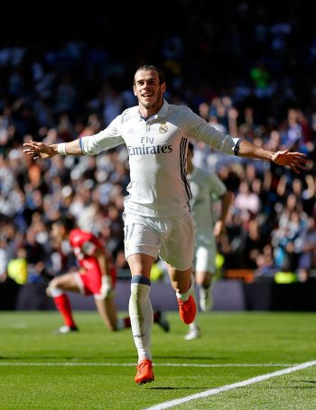 MADRID, SPAIN - NOVEMBER 06: Gareth Bale of Real Madrid celebrates after scoring his team's second goal during the La Liga match between Real Madrid CF and Leganes at Estadio Santiago Bernabeu on November 6, 2016 in Madrid, Spain.  (Photo by Victor Carretero/Real Madrid via Getty Images)