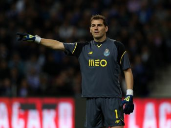PORTO, PORTUGAL - NOVEMBER 06: FC PortoÕs goalkeeper Iker Casillas from Spain during the FC Porto v SL Benfica - Primeira Liga match at Estadio do Dragao on November 06, 2016 in Porto, Portugal.  (Photo by Carlos Rodrigues/Getty Images)