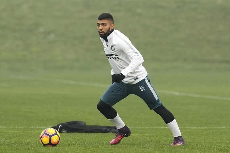 """COMO, ITALY - NOVEMBER 11:  Gabriel Barbosa Gabigol of FC Internazionale in action during the FC Internazionale training session at the club's training ground """"La Pinetina"""" on November 11, 2016 in Como, Italy.  (Photo by Marco Luzzani - Inter/Inter via Getty Images)"""