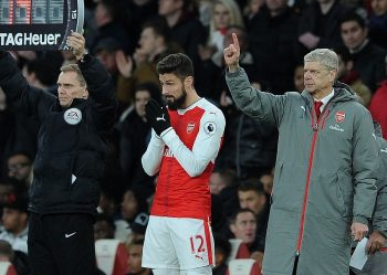 LONDON, ENGLAND - NOVEMBER 27:  Olivier Giroud of Arsenal waits to come on as Manager Arsene Wenger gives some instruction during the Premier League match between Arsenal and AFC Bournemouth at Emirates Stadium on November 27, 2016 in London, England.  (Photo by David Price/Arsenal FC via Getty Images)