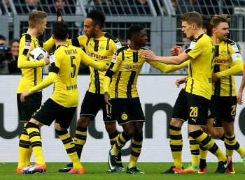 DORTMUND, GERMANY - DECEMBER 03: Pierre-Emerick Aubameyang of Dortmund (3rd L) celebrates his first goal and equalizes during the Bundesliga match between Borussia Dortmund and Borussia Moenchengladbach at Signal Iduna Park on December 3, 2016 in Dortmund, Germany.  (Photo by Christof Koepsel/Bongarts/Getty Images)