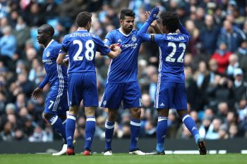 MANCHESTER, ENGLAND - DECEMBER 03:  Willian of Chelsea celebrates with Diego Costa during the Premier League match between Manchester City and Chelsea at Etihad Stadium on December 3, 2016 in Manchester, England.  (Photo by James Baylis - AMA/Getty Images)