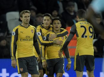 STRATFORD, ENGLAND - DECEMBER 03:  Mesut Ozil (2nd L) of Arsenal celebrates his goal with Alexis Sanchez (2nd R) during the Premier League match between West Ham United and Arsenal at London Stadium on December 3, 2016 in Stratford, England.  (Photo by Arfa Griffiths/West Ham United via Getty Images)