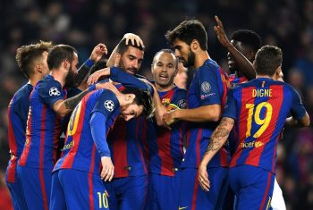 BARCELONA, SPAIN - DECEMBER 06:  Arda Turan of Barcelona (C) celebrates with team mates as he scores their third goal during the UEFA Champions League Group C match between FC Barcelona and VfL Borussia Moenchengladbach at Camp Nou on December 6, 2016 in Barcelona, .  (Photo by David Ramos/Getty Images)